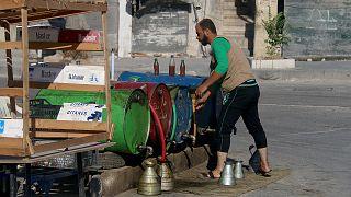 Suriye'deki savaş sebebiyle halk benzin ve dizel bulmakta zorlanıyor.