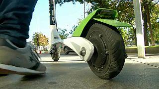 Francia regula el uso de patinetes eléctricos