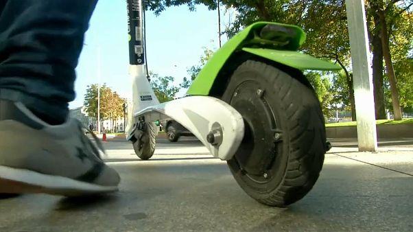 Szigorúan szabályozzák a rollerhasználatot Franciaországban