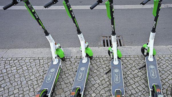Franciaországban holnaptól a KRESZ szabályozza az elektromos rollerek használatát