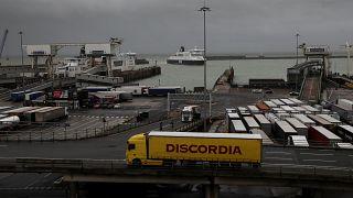 توقيف 3 أشخاص جدد بعد العثور على 39 جثة في شاحنة في بريطانيا