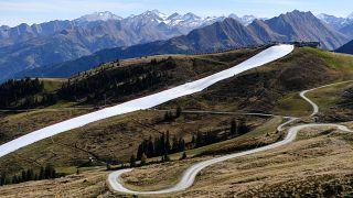 Dans les alpes, les amateurs de sport d'hiver peuvent déjà skier