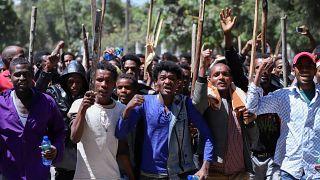 Medya patronuyla hükümet arasındaki tartışma sokak gösterilerine dönüştü: 67 kişi öldü