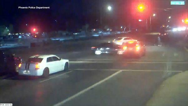 Video: İki aracın çarpıştığı kazadan kıl payı kurtuldular