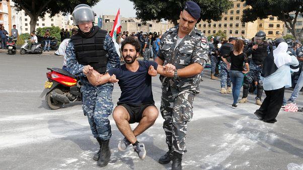 10. Protesttag in Folge: Verletzte und Sitzblockaden