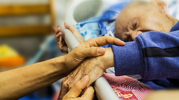 پارلمان فرانسه تصویب کرد؛ سه ماه مرخصیِ استحقاقی برای پرستاری از سالمندان و بیماران