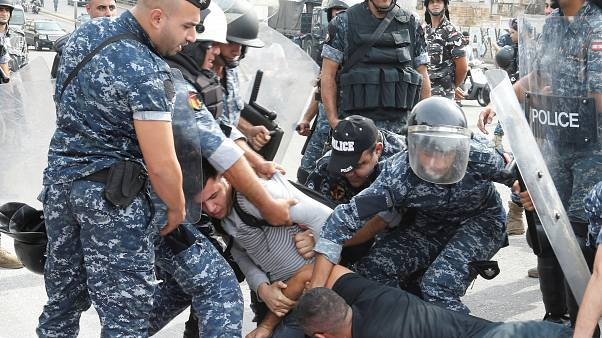 Varios heridos y detenidos en la décima jornada de protestas en el Líbano