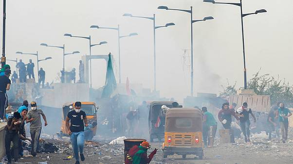 """لليوم الرابع على التوالي .. المحتجون في ساحات بغداد للمطالبة بـ""""إسقاط النظام"""""""