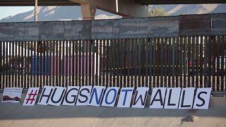 Ölelés fal helyett- családtalálkozó a mexikói határon