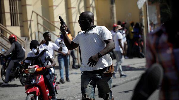 شاهد: قتيلان في تظاهرات في هايتي لمئات من عناصر الشرطة
