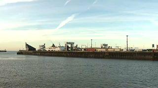 Франция: в порту Кале обнаружили нелегалов-афганцев