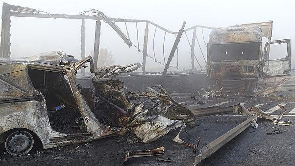 Kamion szakította át az M5-ös szalagkorlátját: hét halott