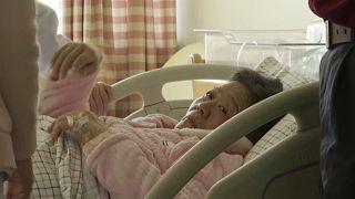 شاهد: طبيبة متقاعدة تنجب بعمر 67 عاما لتصبح أكبر أم في الصين