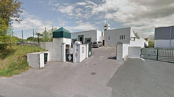 Suspect in 80s questioned over attack on mosque in Bayonne