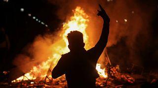 Сильный пожар в центре Сантьяго. Протесты в Чили продолжаются