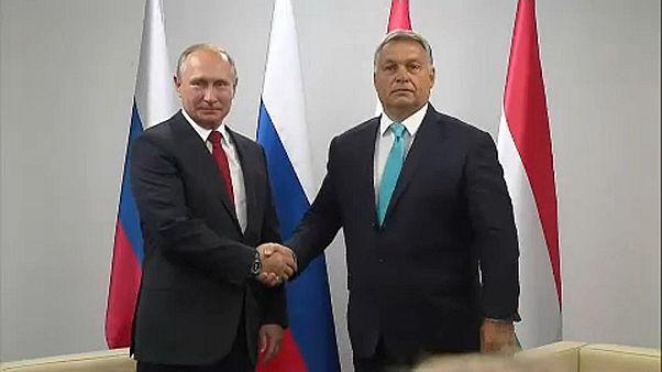 Putin e Orbán reforçam laços em Budapeste