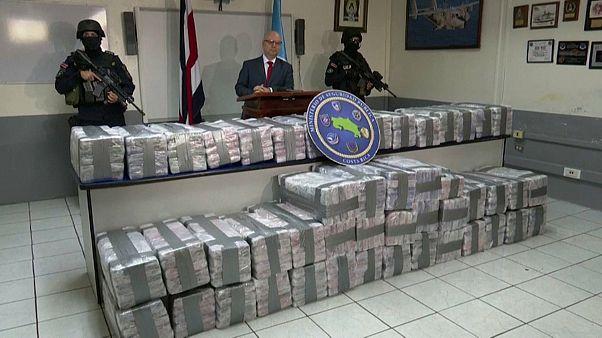 شاهد: كوستاريكا تصادر نحو طن من الكوكايين على متن شاحنة متجهة إلى أوروبا