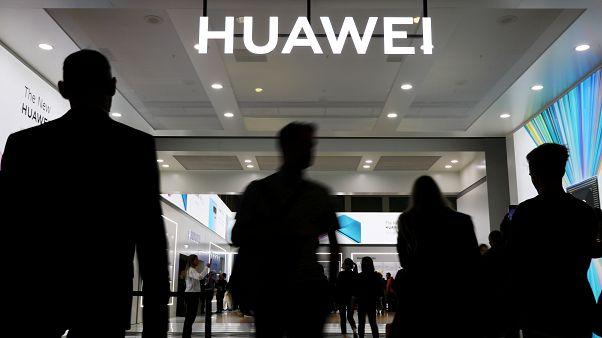 """قوانين أمريكية جديدة تفرض على شركات الاتصالات ازالة معدات """"هواوي"""" و""""زد تي اي""""  الصينيتين"""