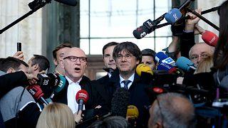 الرئيس الكاتالوني المقال كارلس بيغديمونت يتحدث إلى وسائل الإعلام في العاصمة البلجيكية بروكسل