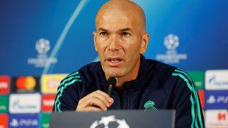 مدرب ريال مدريد زين الدين زيدان خلال مؤتمر صحفي