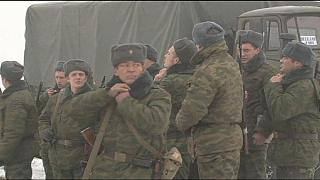 Ukrayna ordusu ve Rusya destekli ayrılıkçılar barış görüşmeleri için geri çekilmeye başladı