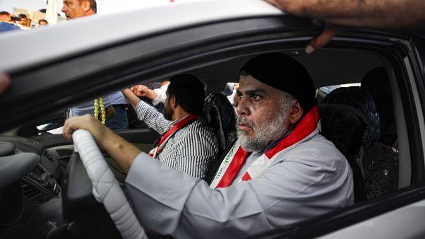 مقتدی صدر به میان تظاهرکنندگان نجف رفت