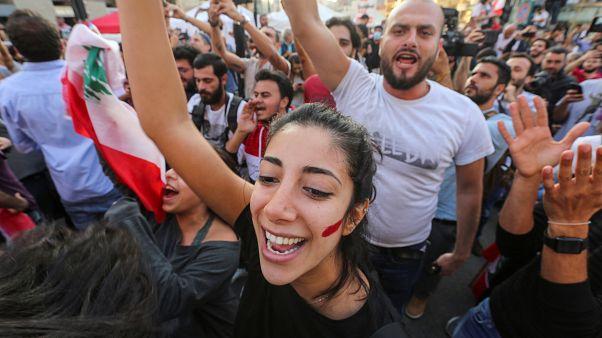 احتفالات في لبنان عقب إعلان رئيس الحكومة سعد الحريري استقالة حكومته