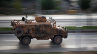 Suriye sınırındaki Ceylanpınar ilçesinde Türk Silahlı Kuvvetleri'ne ait bir zırhlı araç