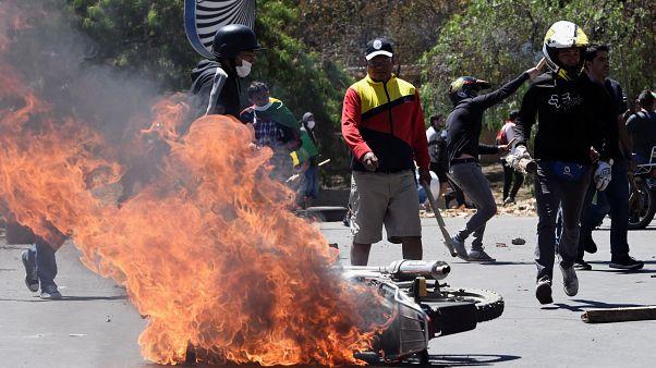 Decenas de heridos en la violenta batalla boliviana entre partidarios de Morales y detractores