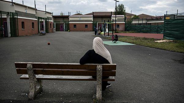 منع همراهی مادران محجبه در گردش های بیرونی مدارس در فرانسه