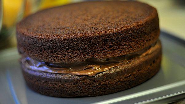 Almanya'da bir cenaze yemeğinde davetlilere yanlışlıkla esrarlı kek ikram edildi