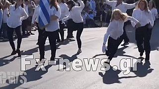 Διχάζει η παρέλαση α λα Monty Python