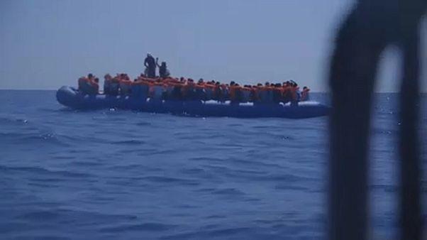 Италия впустила два судна с мигрантами