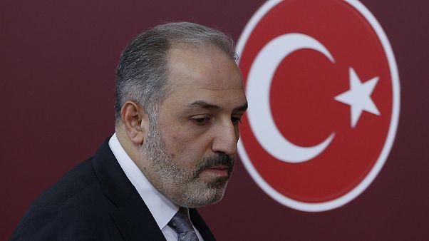 AK Parti İstanbul Milletvekili Mustafa Yeneroğlu, TBMM'de düzenlediği basın toplantısında partisinden istifa ettiğini açıkladı