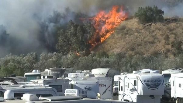 Alerta por fuertes vientos en una California en llamas