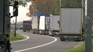 الشرطة البلجيكية تعثر على 11 سوريا وسوداني داخل شاحنة تبريد