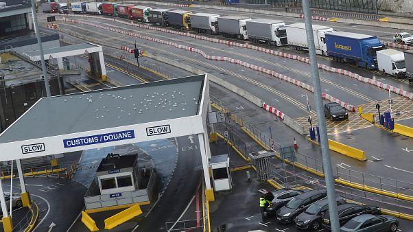 Belçika'da soğutuculu TIR'da 12 kaçak göçmen bulundu