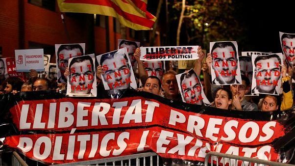 Protesta independentista contra Pedro Sánchez en un acto de precampaña, cerca de Barcelona