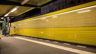 Iraner (30) am Kottbusser Tor in Berlin vor die U-Bahn gestoßen