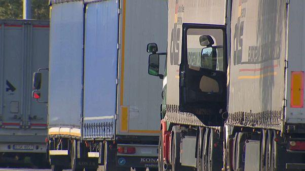 12 clandestins trouvés vivants dans un camion frigorifique en Belgique