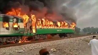 Illegálisan használt gázpalack miatt égett ki egy vonat Pakisztánban