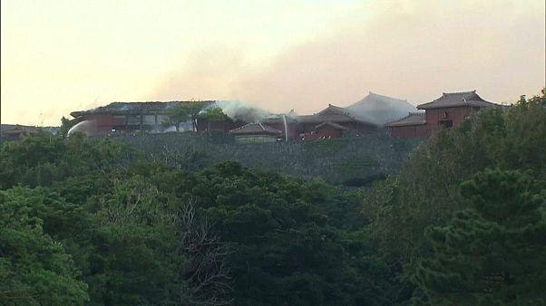 Знаменитый замок Сюрю на Окинаве почти полностью уничтожен огнем