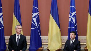Ucrania sigue con la retirada de tropas y estrecha lazos con la OTAN