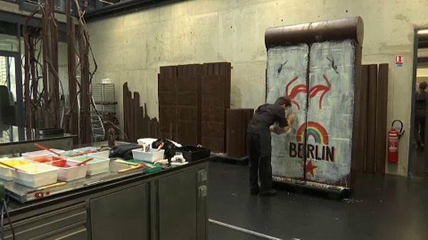Egy hiánypótló alkotás: a berlini fal csokiból