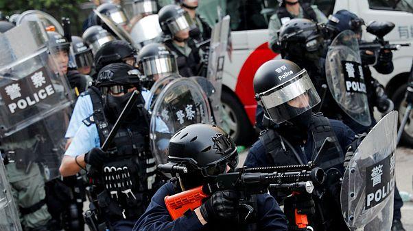 درگیری پلیس هنگ کنگ با معترضان در شب هالووین
