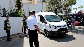 Angeklagte im Gerichtsprozess um die zwei ermordeten Touristinnen verlassen Gerichtsgebäude.