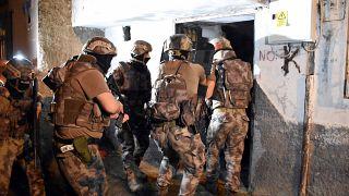Barış Pınarı Harekatı'na ilişkin sosyal medyadan terör propagandası yaptığı iddia edilen kişilere yönelik polis operasyonu