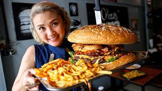 Neuf minutes pour dévorer le plus gros burger de Thaïlande