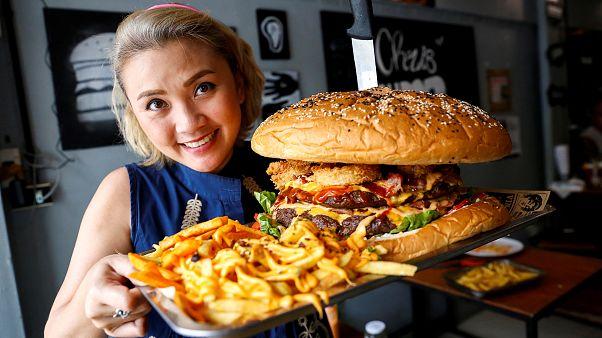 Können Sie Thailands größten Hamburger in 9 Minuten essen?