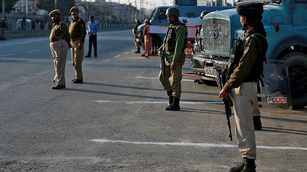 استقرار سربازان هندی در جاده سرینگر